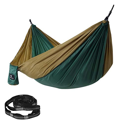 SONGMICS Campinghängematte, 275 x 140 cm, bis 300 kg belastbar, TÜV-getestet, Befestigungsgurte und Karabiner inklusive, leicht, tragbar, schnell trocknend, atmungsaktiv, Outdoor, tannengrün GDC14CA