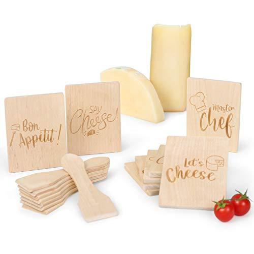 Amazy Raclette-Zubehör-Set (16-teilig) mit 4 lustigen Motiven inkl. Gratis-eBook – 8 Raclette-Schaber und 8 Pfannen-Untersetzer aus Holz für einen geselligen Abend mit Familie und Freunden