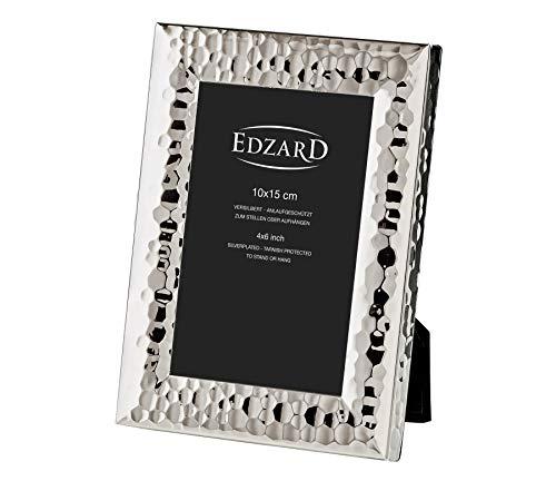 EDZARD Bilderrahmen Gubbio für Foto 10 x 15 cm, edel versilbert, anlaufgeschützt, mit Samtrücken, inkl. 2 Aufhängern, Fotorahmen zum Stellen und Hängen