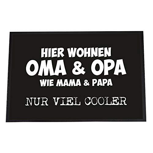 4you Design Fußmatte • Hier wohnen Oma & Opa - wie Mama & Papa nur viel Cooler • 40 x 60 - cool • Kuchen • Liebe • rutschfeste Schmutzfangmatte - klein & groß - (Oma & Opa - viel Cooler, 40 x 60 cm)
