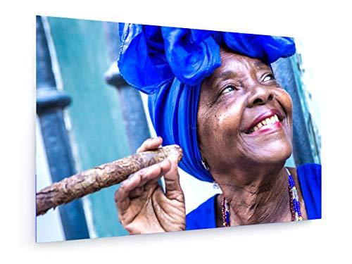 weewado Filipe Frazao - Cuba - Mujer fumando cigarros en La Habana - 30x20 cm - Impresion en Lienzo - Muro de Arte - Canvas, Cuadro, Poster - People