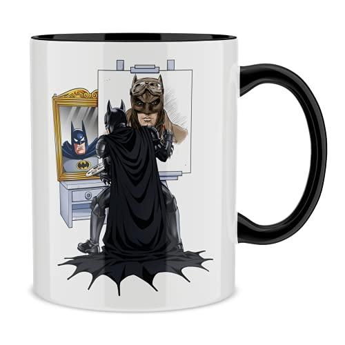 OKIWOKI Taza con asa Negra e Interior Negro Parodia de Batman- Batman El Caballero Oscuro (Taza de Primera Calidad - Impresa en Francia - Réf : 1220)