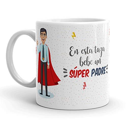 Kembilove Taza de Café para Padre – Aquí Bebe un Super Padre – Taza de Desayuno para Familia – Regalo Original Tazas Familiares para Cumpleaños, Navidad, Aniversarios – Taza de Cerámica Papá de 350 ml