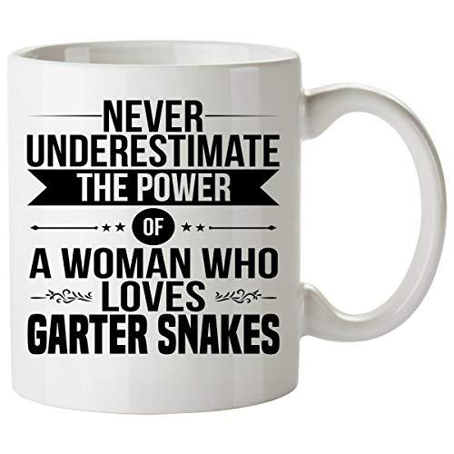 N\A Nunca Subestimes a una Mujer Que ama la Taza de Serpiente de Liga - Buena para Regalos - Taza de café única