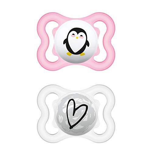 MAM Supreme Schnuller im 2er-Set, Babyschnuller für eine gesunde Zahn- und Kieferentwicklung, beugt Hautreizungen vor, mit Schnullerbox, 0-6 Monate, Pinguin/Herz