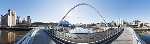 The Poster Corp John Short/Design Pics – Gateshead Millennium Bridge; Newcastle Tyne and Wear England Photo Print (71,12 x 20,32 cm)