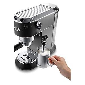 De'Longhi Dedica Style EC 685.BK Espresso Siebträgermaschine, Espressomaschine mit Professioneller Milchschaumdüse, nur 15 cm breit, 1 Liter Wassertank, Vollmetallgehäuse, E.S.E Pads geeignet, schwarz