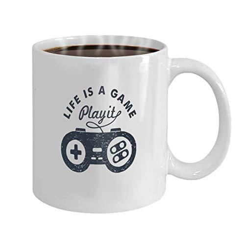 Lustige Kaffeetasse S Themenabzeichen mit Gamepad strukturierte Vektor-Illustration und das Leben ist ein Spiel Play It Ins