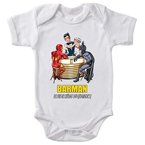 Body bébé Manches Courtes Blanc Parodie MCU - Justice League - Iron Man et Batman et.Barman - Barman, Le Super Héros du Quotidien ! (Body bébé de qualité supérieure de Taille 18 Mois - imprimé en