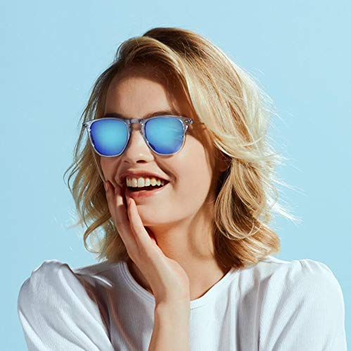 Sunglasses polarized for Men and Women - 100% UV protection - Light Blue Colour - with Compact Case - DINO Collection