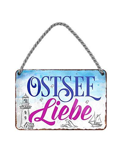 Ostsee Liebe Deko Hängeschild - Metallschild mit Kordel und Saugnapf - Maritime Dekoration für Strandkorb Badezimmer Garten Balkon Terrasse Haustür Eingang - Geschenkidee Souvenir - 18x12cm