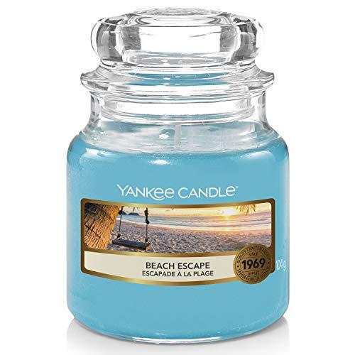"""Yankee Candle - Candela profumata in barattolo, con scritta """"Beach Escape"""", durata della combustione: fino a 30 ore"""