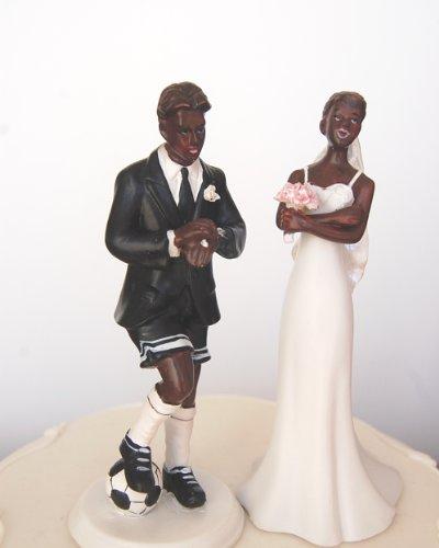Figura de novio de fútbol y novia exasperada Pintado a mano. Trae un poco de alegría a la pastel y recepción con esta exclusiva decoración de novia y novio.