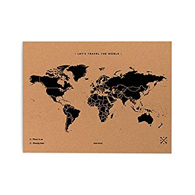 Diseño serigrafiado Corcho natural con el diseño del mapa del mundo serigrafiado. Viene con 10 pins rojos y 10 pins verdes, así como cuatro clavos para colgarlo en la pared y una tarjeta original de Miss Wood Negro