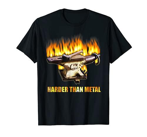 Herrería tienda con yunque y martillo en fuego Camiseta