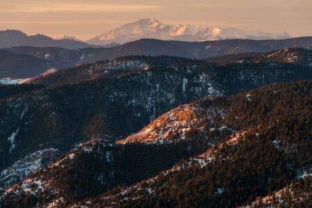 adrium Leinwand-Bild 120 x 80 cm: The View South Towards Pikes Peak. Mount Morrison Trail - Morrison, Colorado, Bild auf Leinwand