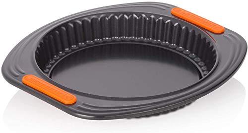 Le Creuset Antihaft Quiche- und Obstkuchenform, Ø 28 cm, Hebeboden, PFOA-frei, Sauerteigbeständig, Aus Karbonstahl gefertigt, Anthrazit/Orange
