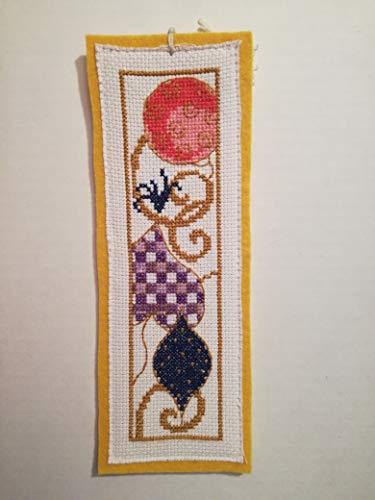 Segnalibro in feltro giallo - punto croce - cross-stitch - palline - natale