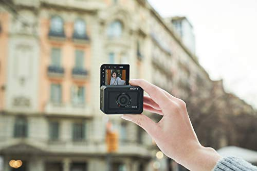 Sony RX0 II Creator Kit   Robuste, ultra-kompakte Kamera mit Aufnahmegriff VCT-SGR1 (1.0-Typ-Sensor, 24mm F4,0 Zeiss-Objektiv, wasserfest, 4K-Filmaufnahmen und neigbares Display für Vlogging)
