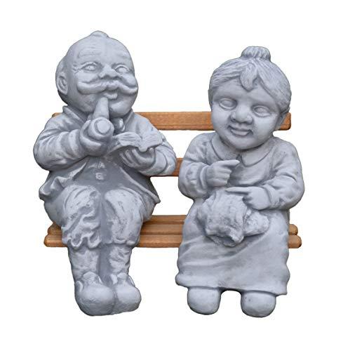 Lustige Gartenfigur Opa und Oma auf Bank aus Steinguss, frostfest
