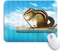 KAPANOU マウスパッド、木製の山に浮かぶ海のユーモアの自然を漕ぐかわいいリス面白い動物 おしゃれ 耐久性が良い 滑り止めゴム底 ゲーミングなど適用 マウス 用ノートブックコンピュータマウスマット