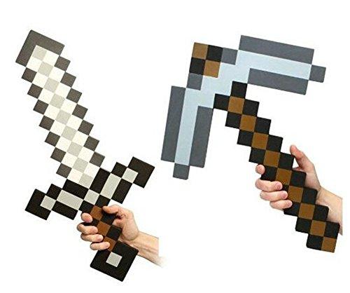Replica di dimensioni reali di Diamond Pickaxe e Sword Realizzato in schiuma EVA pesante e resistente Dimensioni: 60 x 35 x 4 cm Confezionato in un accattivante sacchetto di plastica, regalo ideale per i fan