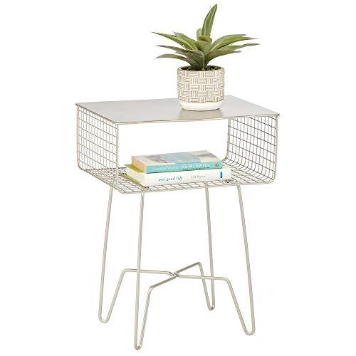 mDesign Tavolino soggiorno moderno – Tavolino design con ripiano e mensola in metallo resistente alla ruggine – Tavolino divano per soggiorno, camera da letto, ingresso – argento opaco