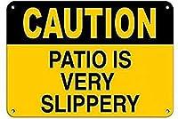 注意パティオは非常に滑りやすいです濡れた壁の金属ポスターレトロプラーク警告ブリキの看板ヴィンテージ鉄の絵画の装飾オフィスの寝室のリビングルームクラブのための面白い吊り下げ工芸品