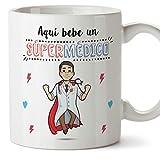 MUGFFINS Médico Tazas Originales de café y Desayuno para Regalar a Trabajadores Profesionales - AQUÍ Bebe UN SÚPER MÉDICO - Cerámica 350 ml