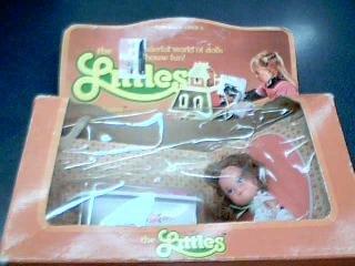 1980 Mattel, Inc. Mattel The Littles Daphne Littles and her bathtub toys 1/2 Scale No. 1792