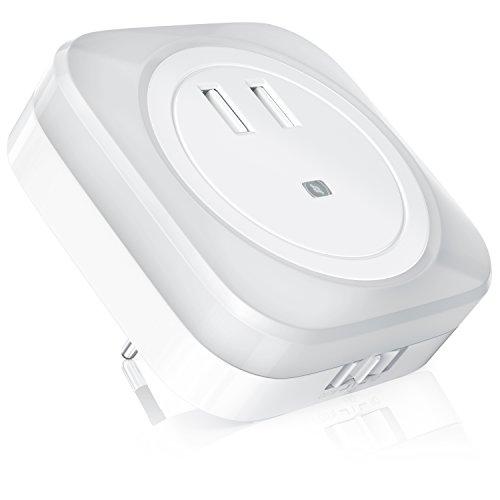 CSL - LED Nachtlicht USB Ladegerät - 2in1 Nachtlampe Orientierungslicht Nachtorientierungslicht - Dual USB-Anschluss - integrierter Helligkeitssensor Dämmerungssensor - warmes weißes LED Licht