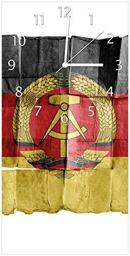 Wallario Design Wanduhr DDR Flagge auf altem Papier - schwarz rot Gold aus Acrylglas, Größe 30 x 60 cm, weiße Zeiger