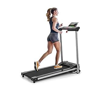 KlarfitTreado Active- Cinta de correr plegable, 1,1 PS de potencia, Entrenamiento cardio, Velocidad regulable de 10 km/h, 3 programas de entrenamiento, Sistema AudioConnect, Altavoces, Negro