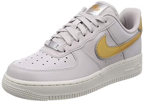 Nike Wmns Air Force 1 '07, Zapatillas de Gimnasia para Mujer, Gris (Vapste Grey/Mtlc Gold/Summit White/Mtlc Platinum 001), 44 EU