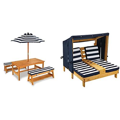 KidKraft Gartentischset mit Bank, Kissen und Sonnenschirm Gartenmöbel für Kinder-Streifenmuster, Naturfarben & Doppelte Sonnenliege mit Getränkehaltern Doppelliege, Chaiselongue aus Holz, Honigfarben