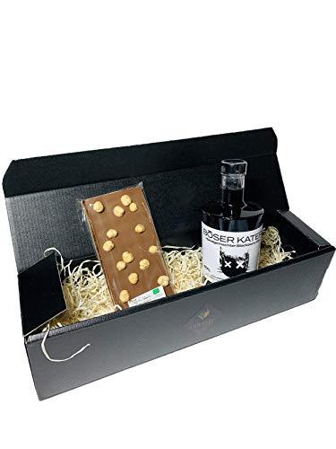 LUNASTO | Böser Kater Brombeer Gin mit Bio Haselnuss- Schokolade als personalisiertes Geschenk für Männer und Frauen