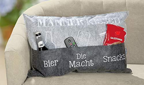 Bavaria Home Style Collection- Endlich ist das Männer Kissen da - Deko Couch Sofa Kissen Zierkissen Kuschelkissen ca 60 x 39 cm Geschenk Idee zu Ostern Geburtstag Muttertag (Männerkissen)