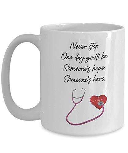 aza de café con estetoscopio - Never Stop One Day You 'Ll Be Someone' S Hope, Hero - Tazas de ceremonia de bata blanca Ideas para estudiantes de medicina, futuro médico, futura enfermera, graduación d