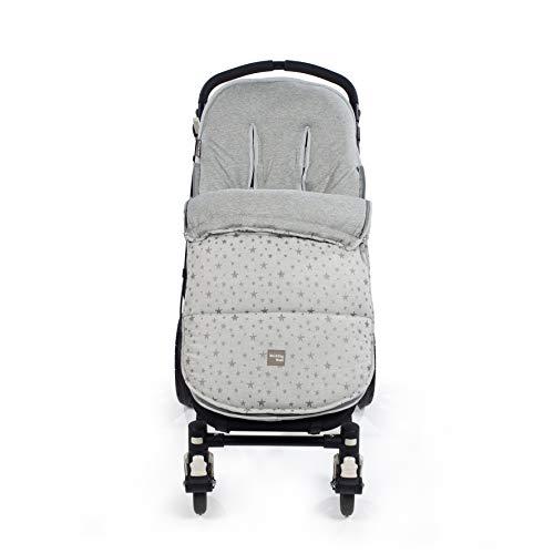 Walking Mum. Saco silla de paseo Inspiration. Tejido en Punto. Uso universal y compatible con la mayoría de los sillas de paseo. Color Gris/Estampado de estrellas. Medidas 50 x 88 cm.