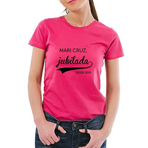 Calledelregalo Regalo de jubilación Personalizable: Camiseta 'jubilada' Personalizada con su Nombre y el año de su jubilación (Rosa)