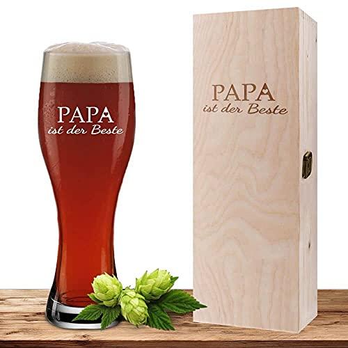 Weizenglas mit Motiv 'Papa ist der Beste' inklusive Geschenkbox aus Holz, Bierglas 0,5 Liter mit gravierter Holzbox, Vatertag oder Geburtstag, personalisiertes Weißbierglas
