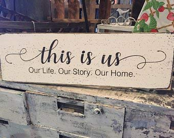 This Is Us Sign Our Life Our Story Our Home Fixer Upper Farmhouse Decor Painted Distressed Wedding Gift Muttertag Holzschild Basteln für Wohnzimmer Deko