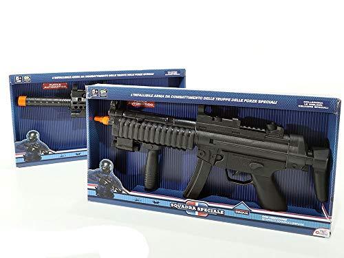 """Fucile automatico a batteria """"Squadra speciale"""" L'infallibile arma da combattimento delle truppe delle forze speciali Con vibrazioni ed effetti sonori e luminosi Colleziona le migliori squadre speciali! Dimensione: h.47x25x5 cm"""