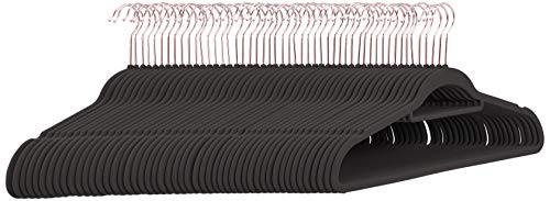 Amazon Basics– Anzug-Kleiderbügel, beflockt, mit Krawattenbügel, roségoldfarbene Haken, 50Stück