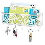 mDesign Guardallaves con cesta metálica – Versátil llavero de pared en metal para el recibidor, la cocina o la oficina – Bonito colgador de llaves con 5 ganchos y bandeja para cartas – blanco mate