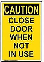 注意サイン-使用しないときはドアを閉めてください。通知のためのインチ通りの交通危険屋外の防水および防錆の金属錫の印