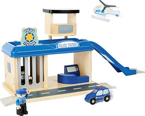 small foot 10797 World Polizeistation aus natürlichem Holz, mit Hubschrauberlandeplatz und Autorampe sowie Parkdeck und Gefängniszelle, inkl. Zubehör, kompatibel mit Allen gängigen Holzeisenbahnen