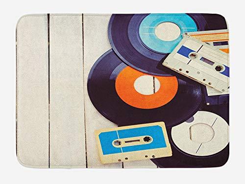 Alfombrilla de baño Indie, Discos de gramófono y casetes de Audio Antiguos en una Mesa de Madera Nostalgia Music, Felpa Alfombrilla de decoración de baño con Respaldo Antideslizante, 29,5 'x 17,5'