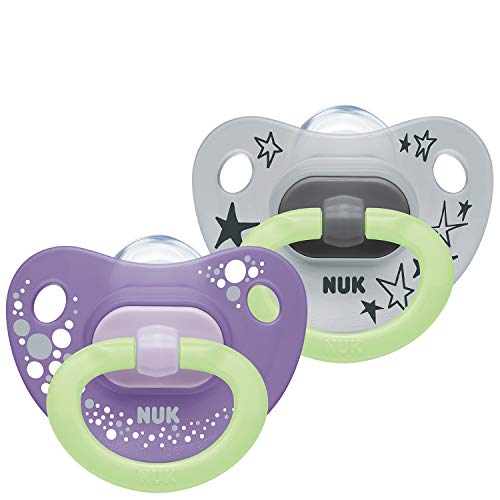 NUK Happy Nights Schnuller | 0–6Monate | Schnuller mit Leuchteffekt | BPA-freies Silikon | violett & grau | 2Stück