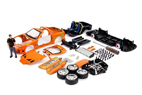 Jada Toys Fast & Furious, 1995 Toyota Supra,  Build+Collect, Die-cast Bausatz, Maßstab 1:24, Spielzeugauto inkl. Brian O'Conner Figur, zu öffnende Türen, Kofferraum, abnehmbare Motorhaube, orange